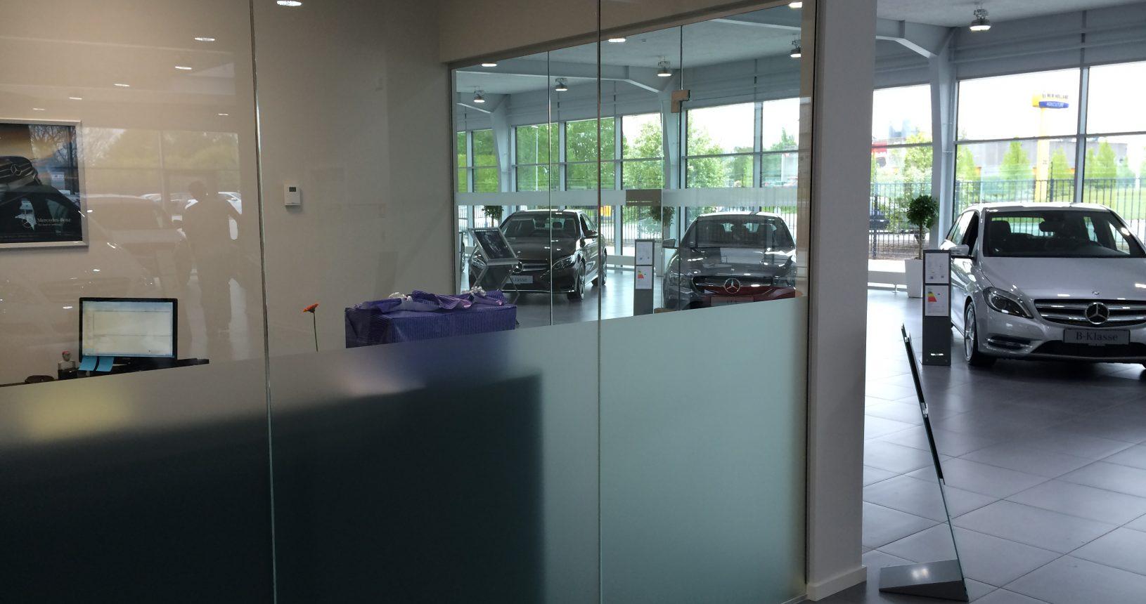 Matteret folie monteret i showroom hos Mercedes